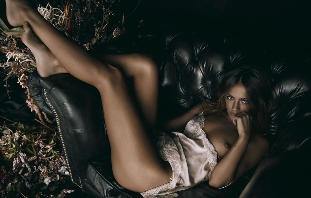 jessica-lee-buchanan-sexy-nue-topless-8
