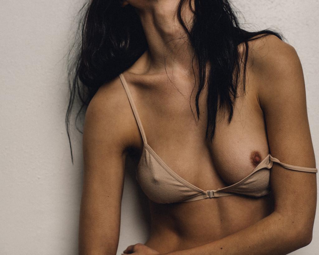 kera-lester-nue-sexy-seins-7