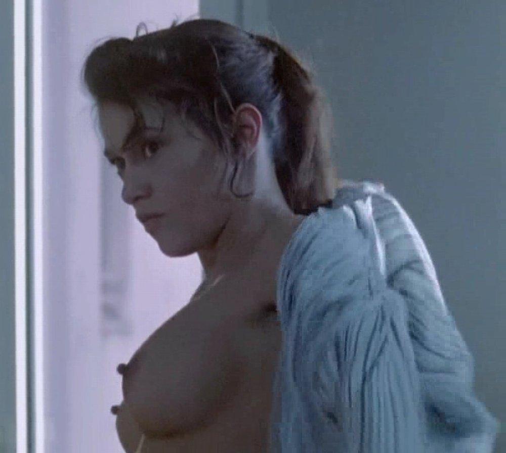 emma-de-caunes-nue-seins-sexy-film-1