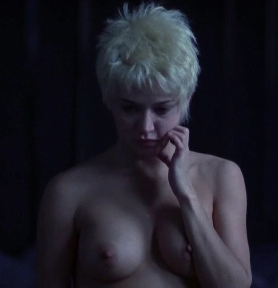 emma-de-caunes-nue-seins-sexy-film-3