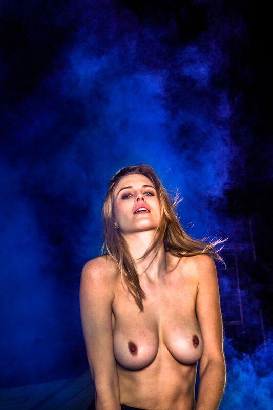 model-ashley-james-nue-seins-sexy-1