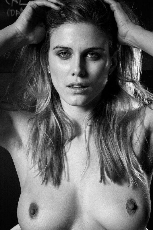 model-ashley-james-nue-seins-sexy-5