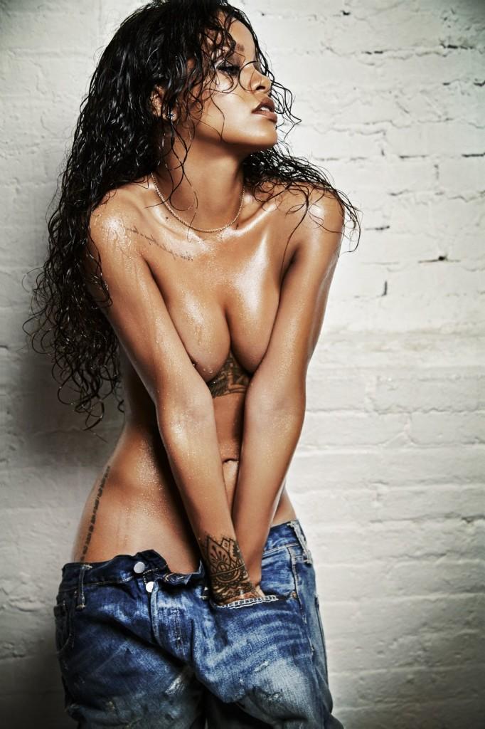 Des photos de Rihanna nue et seins nus