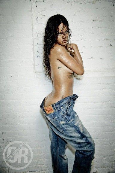 Rihanna-Nue-Seins-Sexy-2