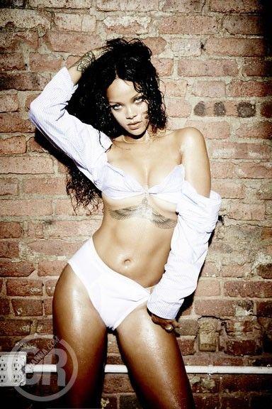 Rihanna-Nue-Seins-Sexy-3