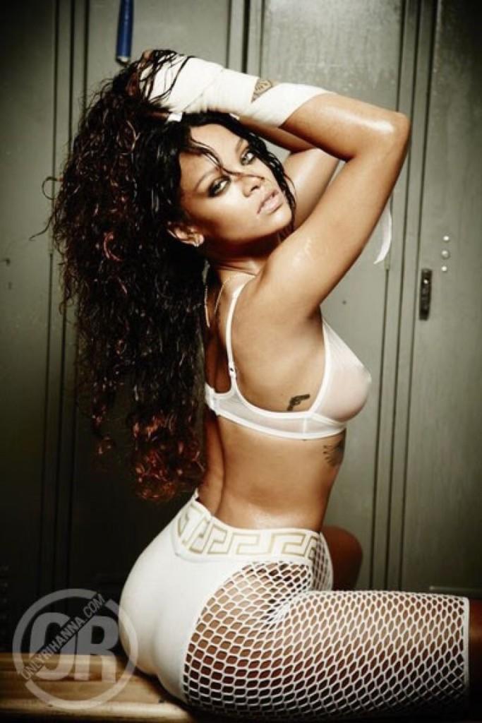 Rihanna-Nue-Seins-Sexy-4