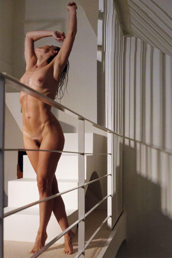 Des photos de l'actrice française Élodie Bouchez nue et seins nus