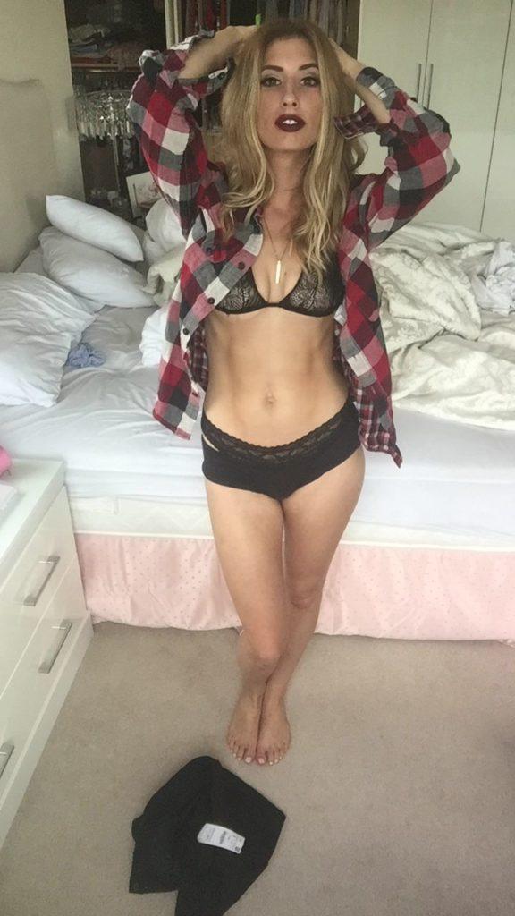 Toutes les photos volées de Stacey Solomon nue et seins nus