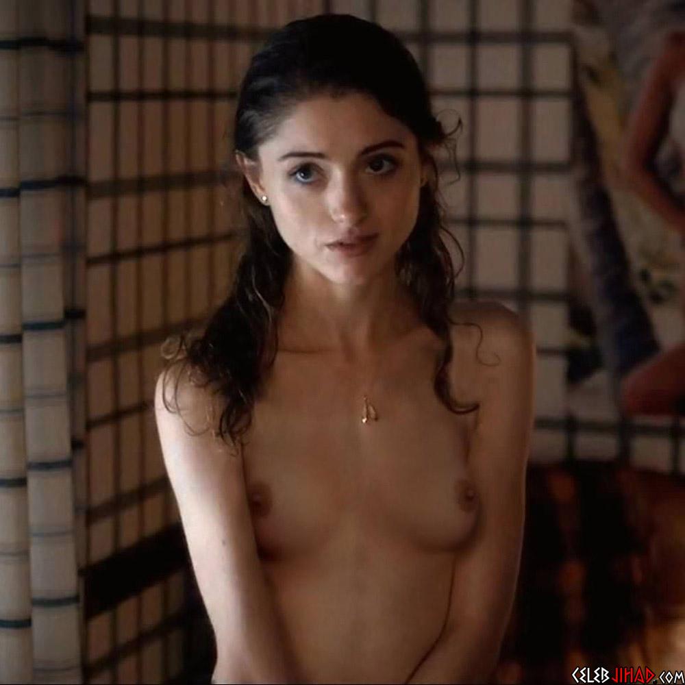 Toutes les photos de Natalia Dyer nue et seins nus (Stranger Things)