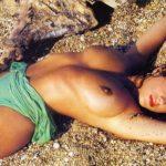Toutes les photos de Sabrina Salerno nue et seins nus (Boys boys boys)