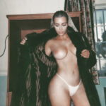 De nouvelles photos de Kim Kardashian West seins nus et sexy