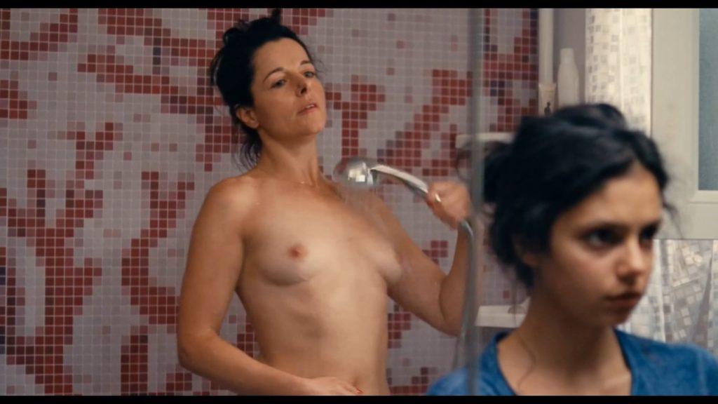 Les photos de Laure Calamy nue dans le film Ava