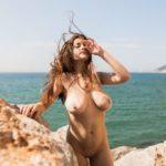 Des photos du top model Judit Guerra nue et seins nus