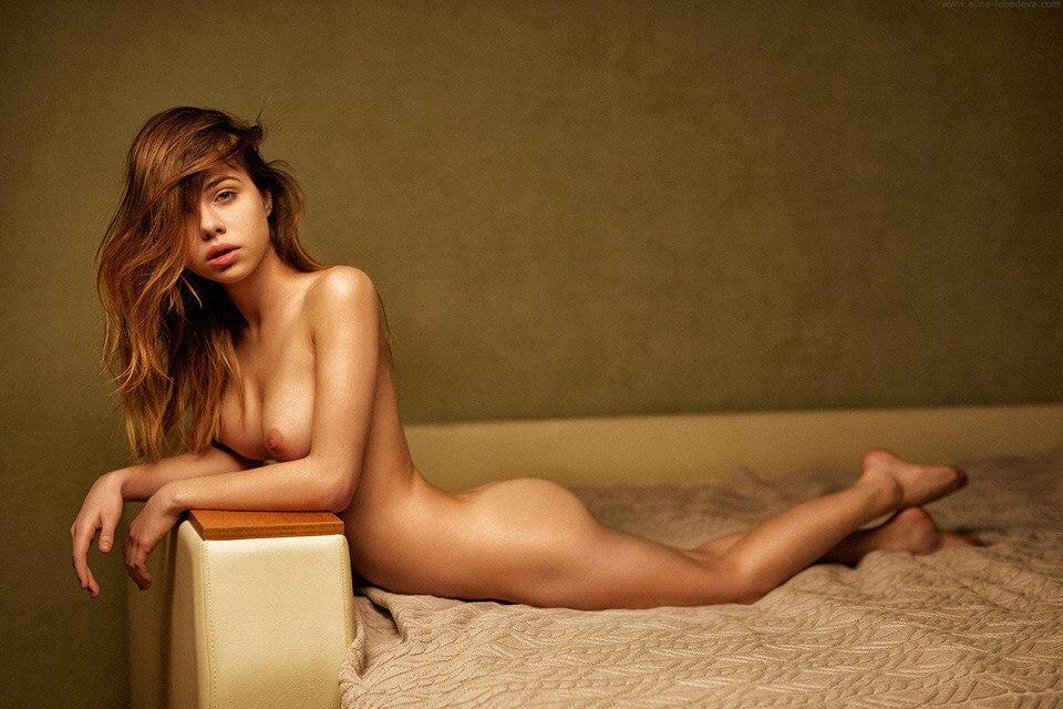 Des photos de Alexandra Smelova nue et seins nus