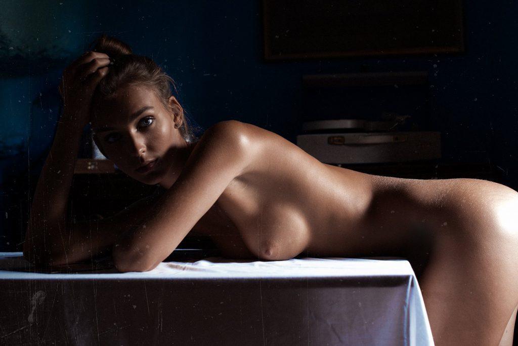 5 Nouvelles photos de Rachel Cook nue et seins nus