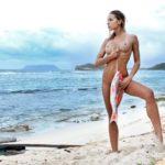 Des photos de la française Christy Lacour nue et seins nus