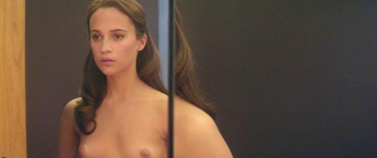 Toutes les photos de la star Alicia Vikander nue et seins nus
