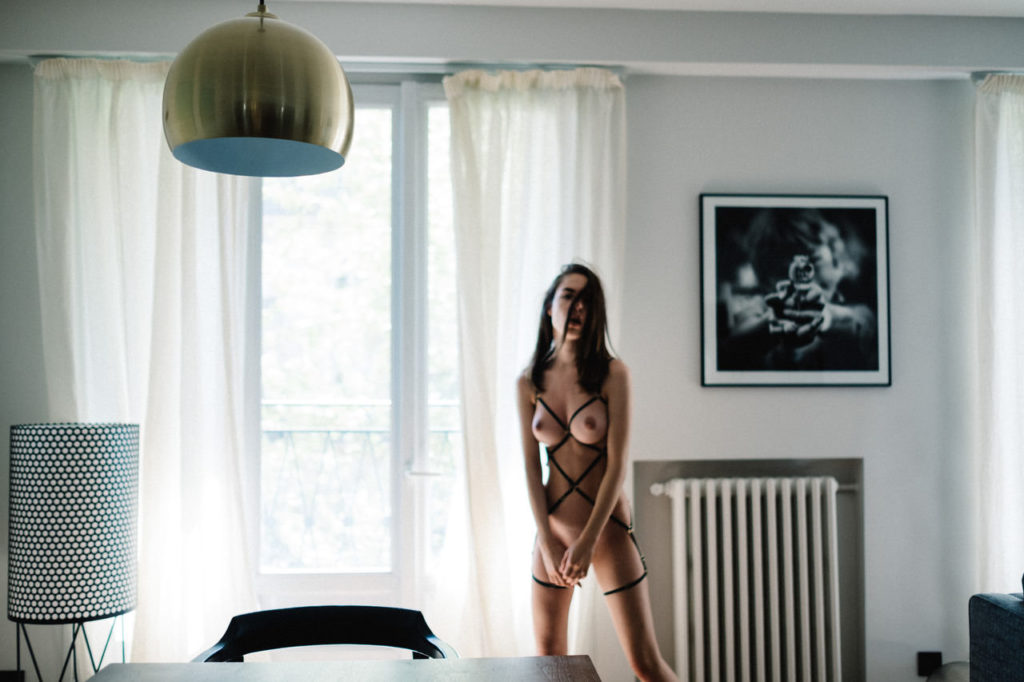 De nouvelles photos de la française Rebecca Bagnol nue