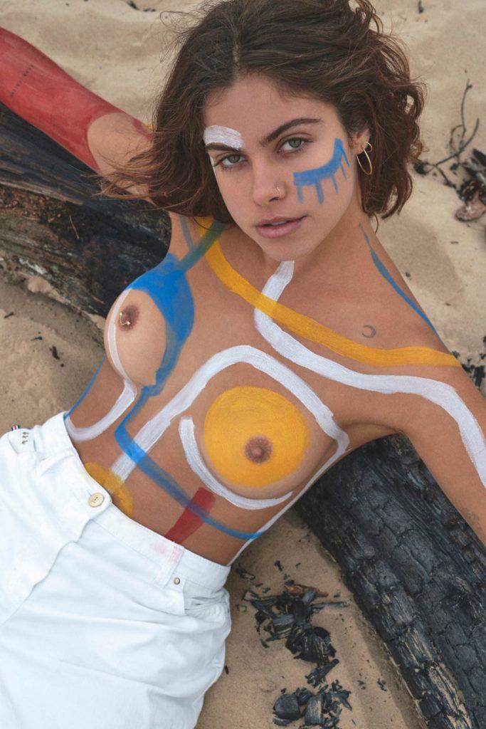 La jeune Mimi Elashiry nue en photos