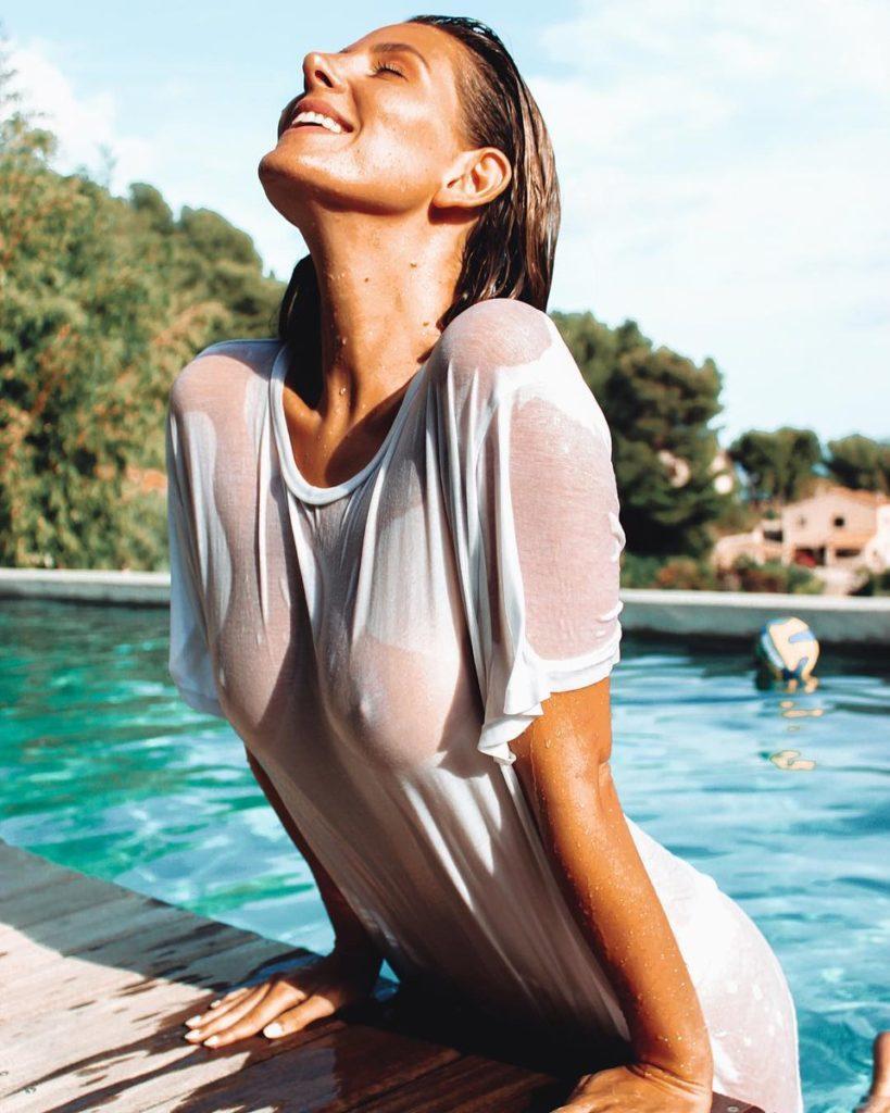 Des photos de Emma Cakecup nue et seins nus