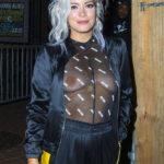 Oops les seins de Lily Allen nue sous son t-shirt