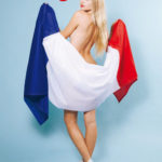 Des photos de Aurélie Pons nue et seins nus