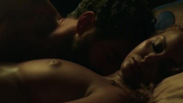 Les images de Zahia nue dans une fille facile