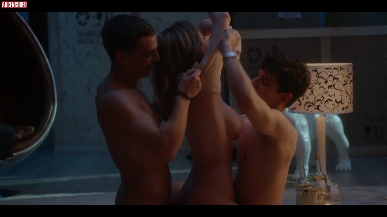 Toutes les photos d'Ester Exposito nue et seins nus