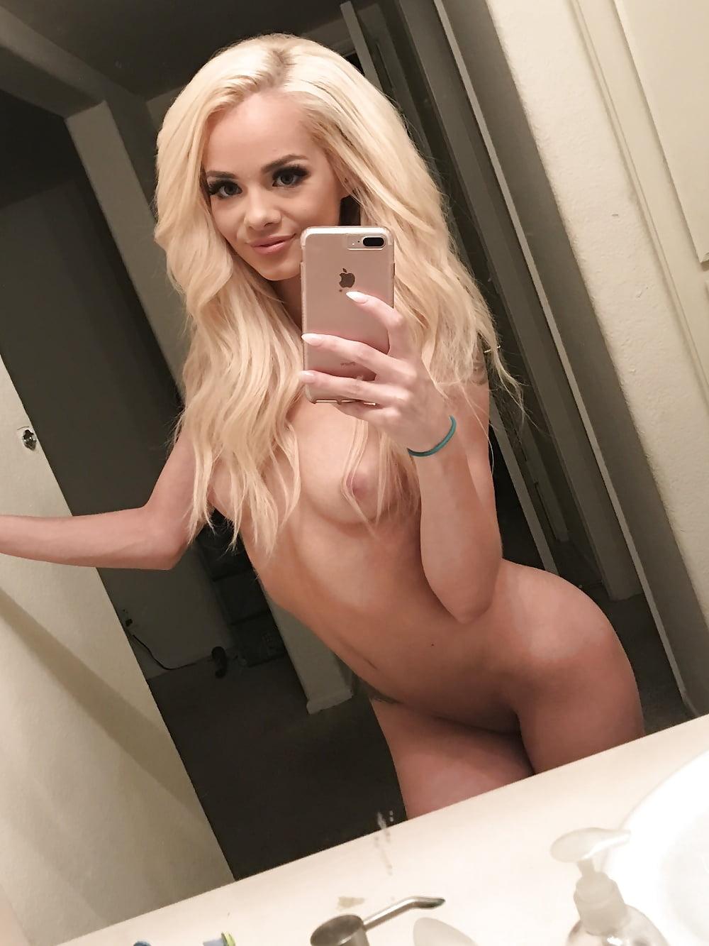Toutes les photos d'Elsa Jean nue et seins nus